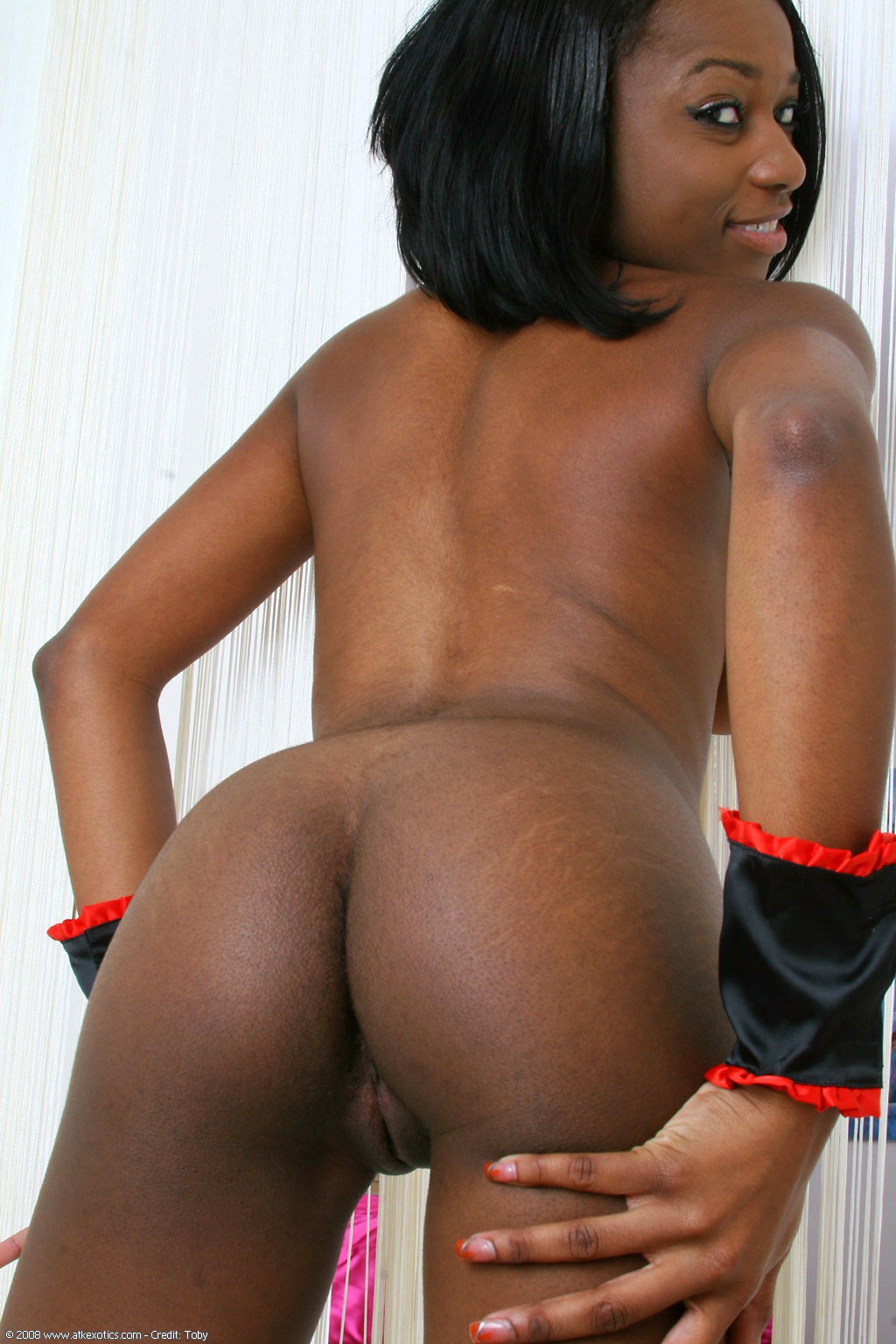 Ebony Babe Is Masturbating